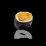 Anello con base in plexiglass nero castone in bronzo dorato e impronta in resia color oro raffigurante amore e psiche